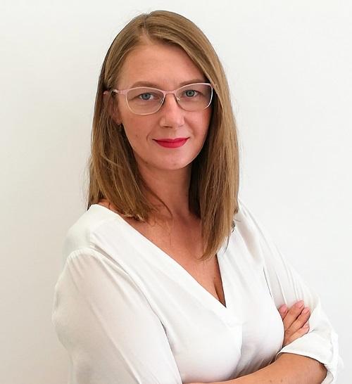 Dr.  Alina Macasoi
